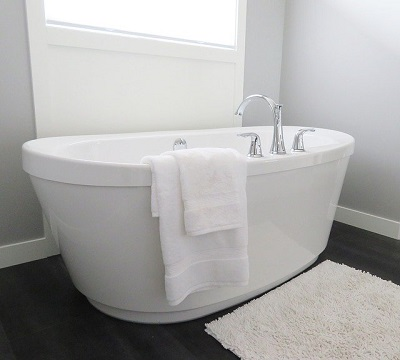bathtub in an Oxford house